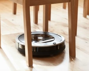 robotic vacuum on hardwood surfaces